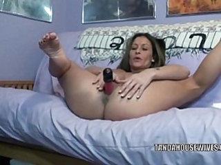 Mature hottie Leeanna Heart stuffs her twat with toys